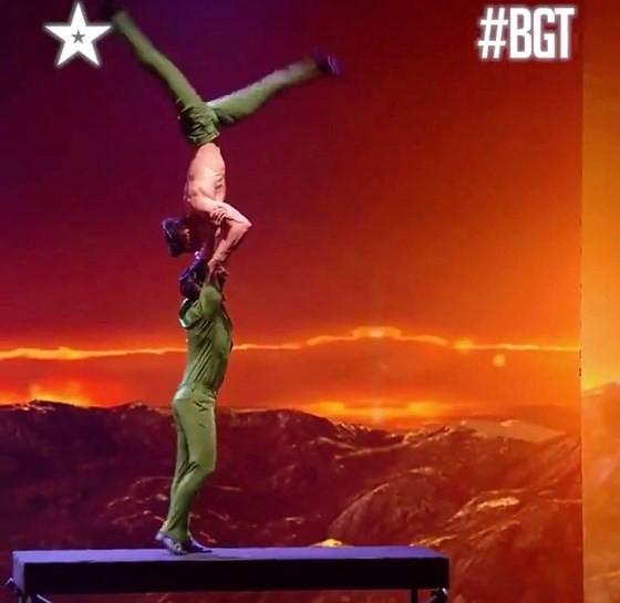 Quốc Cơ - Quốc Nghiệp làm khán giả thót tim tại chung kết Britain's Got Talent 2018 ảnh 8