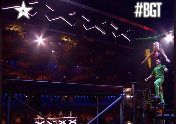 Quốc Cơ - Quốc Nghiệp làm khán giả thót tim tại chung kết Britain's Got Talent 2018 ảnh 4
