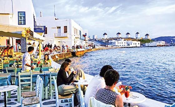 Hy Lạp thoát hiểm chưa hết lo ảnh 1