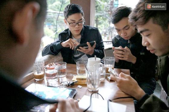 Người Việt nghiện smartphone ảnh 1