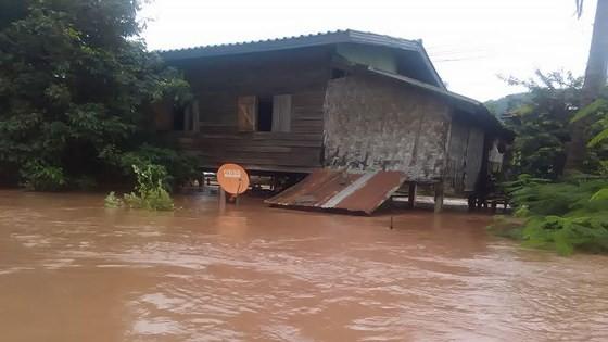 Người dân khu vực hạ lưu được thông báo sơ tán trước khi xảy ra sự cố vỡ đập thủy điện Sepien Senamnoi? ảnh 13