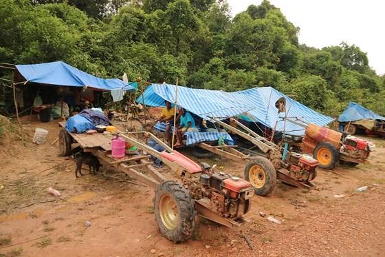 Bản làng xơ xác sau vụ vỡ đập thủy điện ở Lào ảnh 16