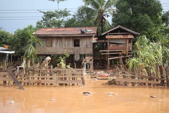 Bản làng xơ xác sau vụ vỡ đập thủy điện ở Lào ảnh 2