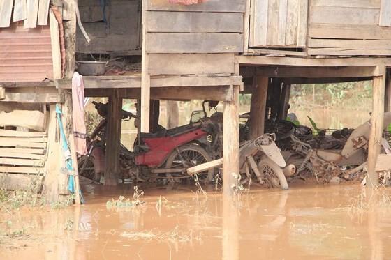 Bản làng xơ xác sau vụ vỡ đập thủy điện ở Lào ảnh 14