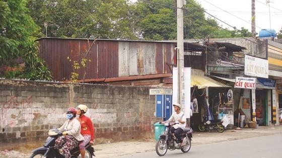 Một số hộ dân xây dựng lấn chiếm ở chùa Giác Lâm