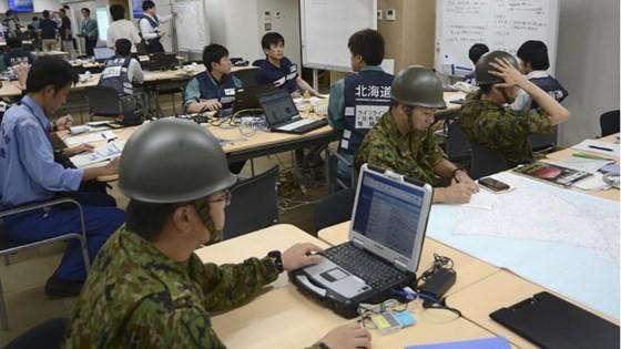 Động đất mạnh gây lở đất, mất điện trên diện rộng tại Nhật Bản ảnh 3