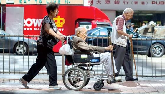 Hồng Công và bài toán chăm sóc người cao tuổi  ảnh 1