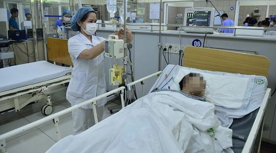 Bệnh viện Bạch Mai đang cấp cứu các bệnh nhân nặng nhập viện từ đêm nhạc ảnh: phạm hùng