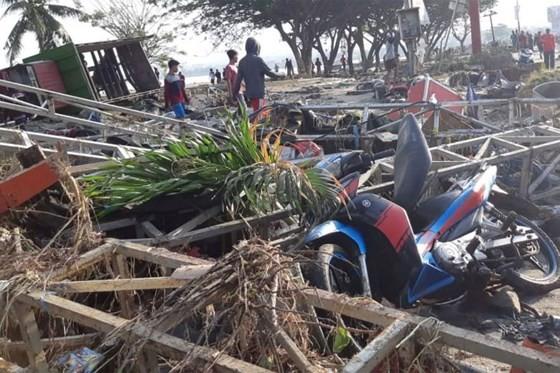 Số nạn nhân thiệt mạng do động đất và sóng thần tại Indonesia đã lên tới gần 400 người ảnh 10
