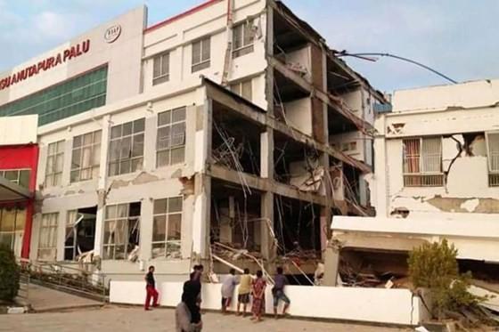 Số nạn nhân thiệt mạng do động đất và sóng thần tại Indonesia đã lên tới gần 400 người ảnh 7