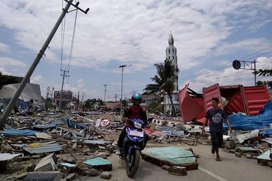 Số nạn nhân thiệt mạng do động đất và sóng thần tại Indonesia đã lên tới gần 400 người ảnh 3