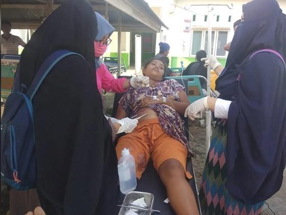 Số nạn nhân thiệt mạng do động đất và sóng thần tại Indonesia đã lên tới gần 400 người ảnh 20