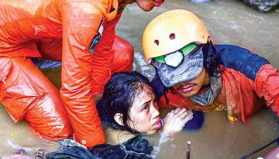 Indonesia tan hoang sau động đất - sóng thần ảnh 6
