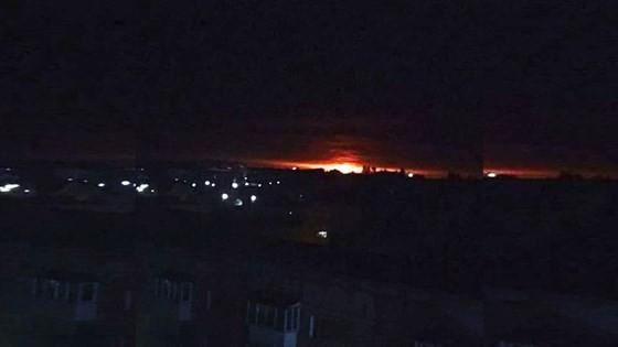 Nổ kho vũ khí tại Ukraine, hàng nghìn người phải sơ tán khẩn cấp ảnh 1