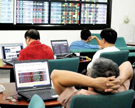 """Thị trường chứng khoán Việt Nam ngày 11-10 : """"Bốc hơi"""" 7,2 tỷ USD ảnh 1"""