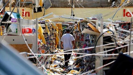 Siêu bão Michael tấn công Florida: 17 người chết, một căn cứ quân sự bị san bằng, cả thị trấn bị xóa sổ ảnh 31