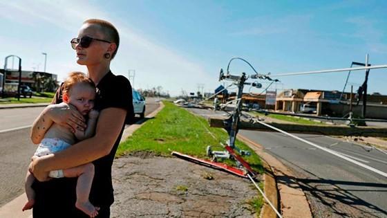 Siêu bão Michael tấn công Florida: 17 người chết, một căn cứ quân sự bị san bằng, cả thị trấn bị xóa sổ ảnh 4