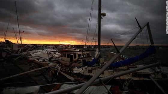 Siêu bão Michael tấn công Florida: 17 người chết, một căn cứ quân sự bị san bằng, cả thị trấn bị xóa sổ ảnh 38