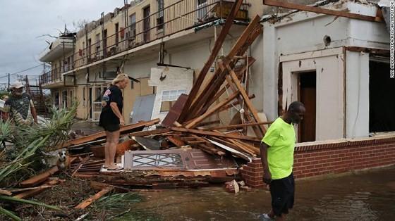 Siêu bão Michael tấn công Florida: 17 người chết, một căn cứ quân sự bị san bằng, cả thị trấn bị xóa sổ ảnh 43