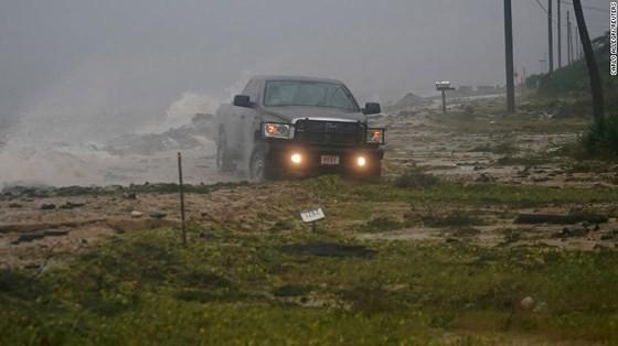 Siêu bão Michael tấn công Florida: 17 người chết, một căn cứ quân sự bị san bằng, cả thị trấn bị xóa sổ ảnh 48