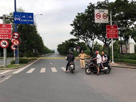 Xe tải đâm sập giàn giáo công trình, cửa hầm Sài Gòn bị phong toả ảnh 3