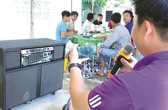 """Karaoke di động tiếp tục """"tra tấn"""" xóm làng   ảnh 1"""