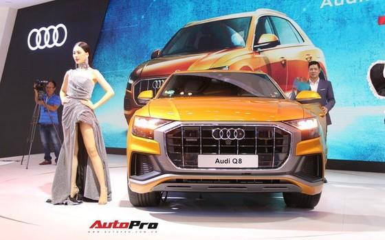 Không có xe giá rẻ, xe mới tiền tỷ đến cả chục tỷ đồng áp đảo thị trường ô tô Việt Nam cuối năm - Ảnh 1.