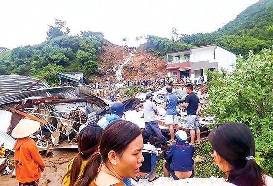 Nha Trang hoang tàn sau trận mưa khủng ảnh 4