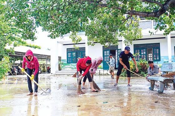 Nha Trang hoang tàn sau trận mưa khủng ảnh 5