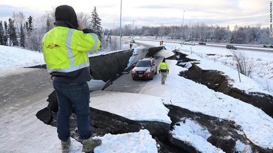 Động đất làm rung chuyển thành phố Anchorage, bang Alaska ảnh 1