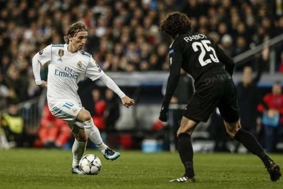 Pha tranh bóng giữa Rabiot với Modric