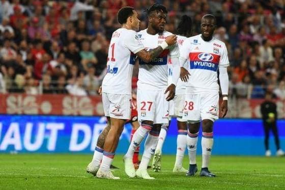 Lyon ăn mừng chiến thắng trên sân Dijon.
