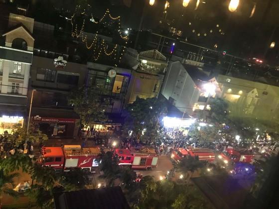Hú hồn với vụ cháy nhà hàng Sumo BBQ đường Phan Xích Long ảnh 2