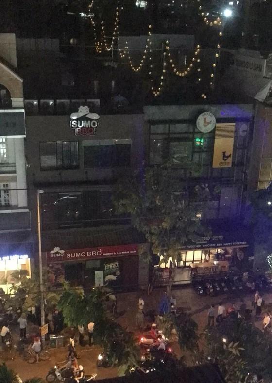 Hú hồn với vụ cháy nhà hàng Sumo BBQ đường Phan Xích Long ảnh 1