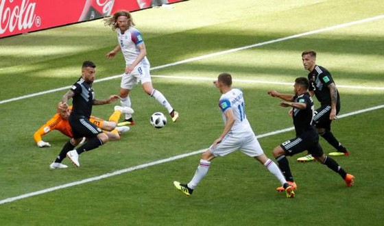 Argentina - Iceland 1-1: Messi đá hỏng phạt đền trước các chiến binh Băng đảo ảnh 3