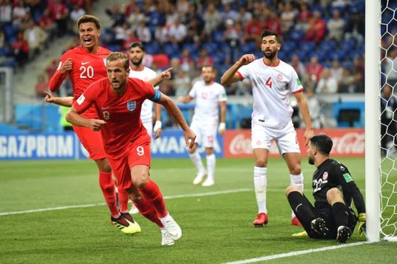 Harry Kane ghi bàn thắng cận thành ở phút 11.