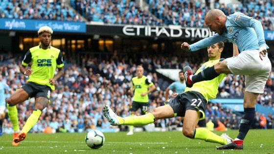 Man City - Huddersfield 5-1: Sergio Aguero ghi hattrick ảnh 1