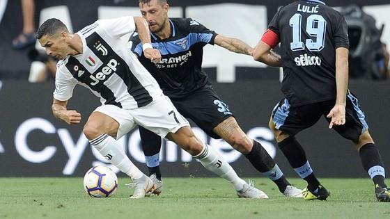 Ronaldo kém duyên khi Lão Phu nhân nhấn chìm Lazio ảnh 1