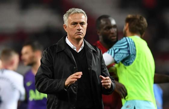 Man United sẽ sa thải Mourinho nếu để thua Burnley