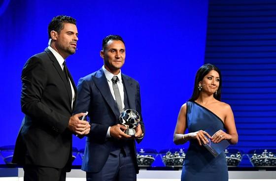 Luka Modrid được vinh danh khi Real Madrid quét sạch mọi giải thưởng ảnh 3