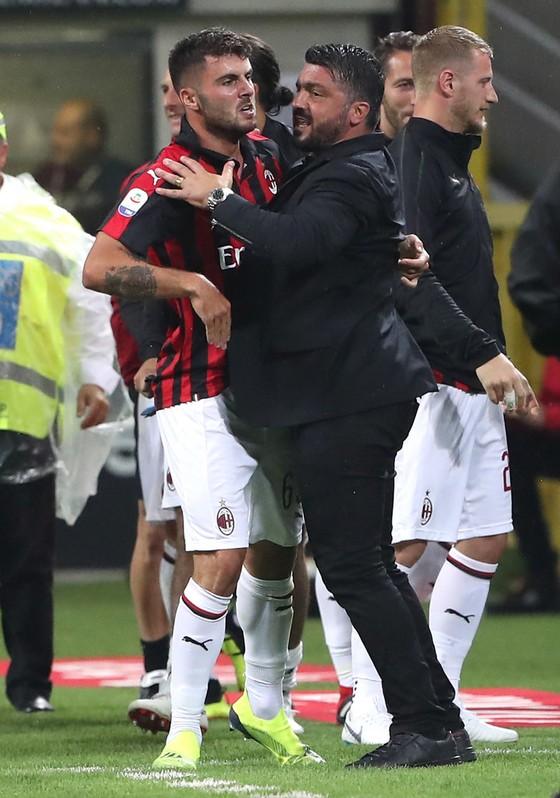 Milan nhấn chìm Roma phút cuối cùng ảnh 2