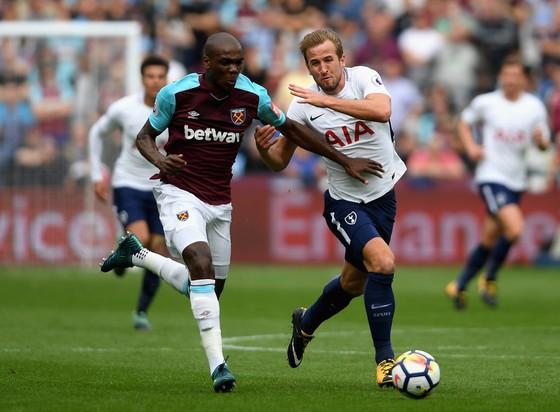 Harry Kane (Phải, Tottenham) đang chơi ở đỉnh cao phong độ