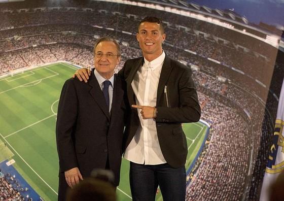 Chủ tich Florentino Perez và Ronaldo