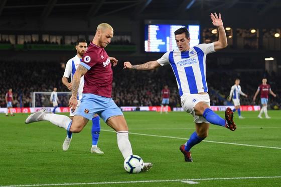 marko Arnautovic (trái, West Ham) đang chơi rất tốt ở Premier League.