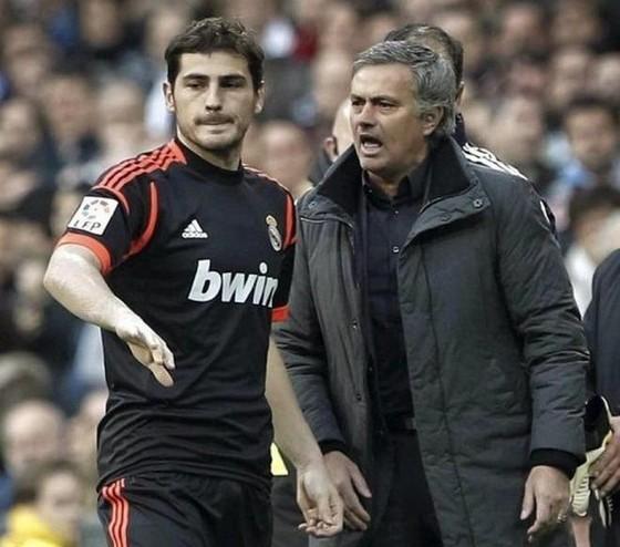 """Vì sao Jose Mourinho quyết """"triệt"""" Thánh Iker ở Real Madrid"""