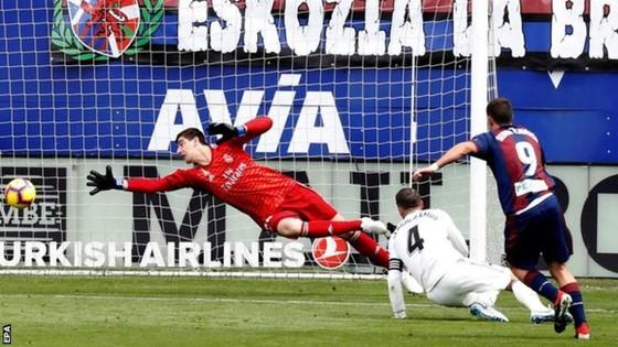 Real Madrid thua sốc Eibar 0-3: Ngày hôm qua đâu rồi! ảnh 2