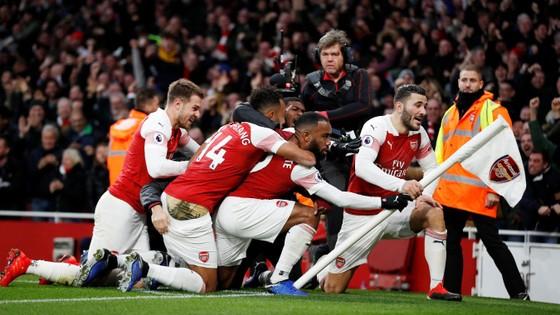 Arsenal ăn mừng chiến thắng