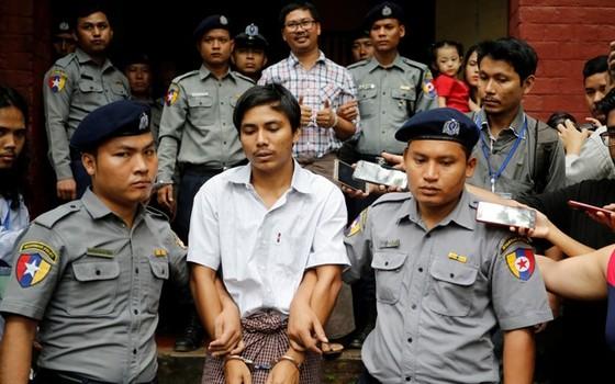 Myanmar kết án 7 năm tù 2 phóng viên Reuters  ảnh 1