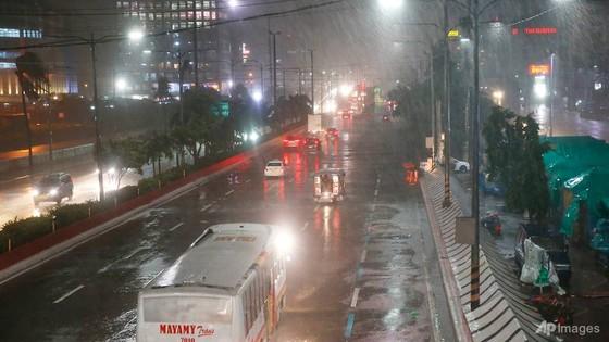Siêu bão Mangkhut đổ bộ Philippines ảnh 1