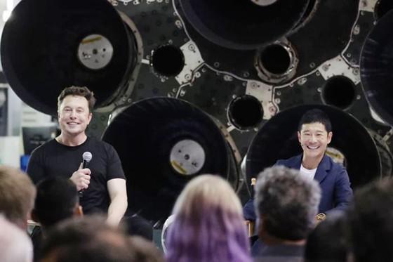 SpaceX công bố danh tính hành khách đầu tiên sẽ bay lên Mặt Trăng ảnh 1